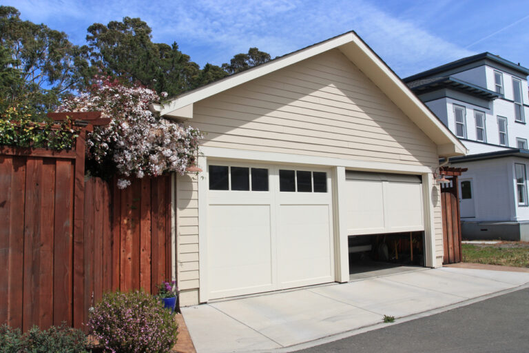 Residential garage doors Nanaimo